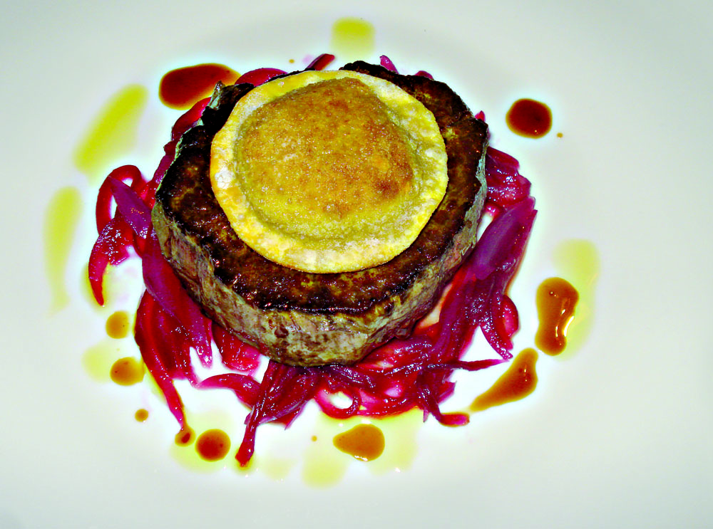 Chianina meat fillet with artichoke raviolo and Certaldo red onion jam
