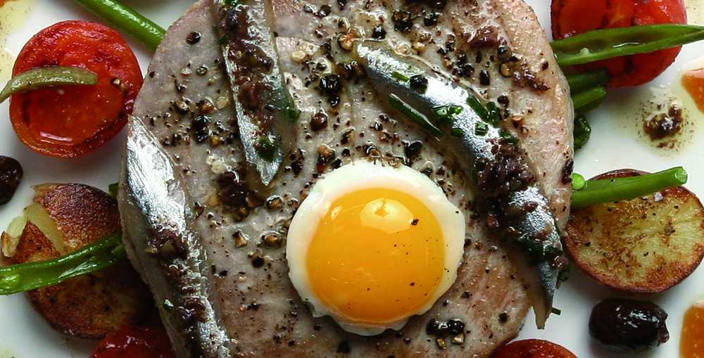 Warm fresh Mediterranean tuna alla Niçoise with fresh marinated anchovies