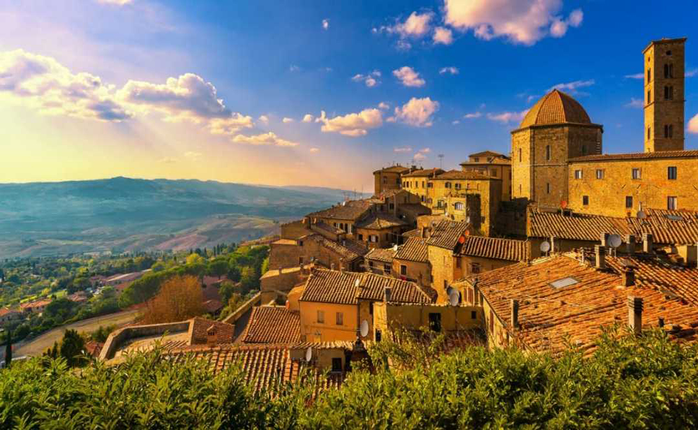 Visiting villages in Tuscany