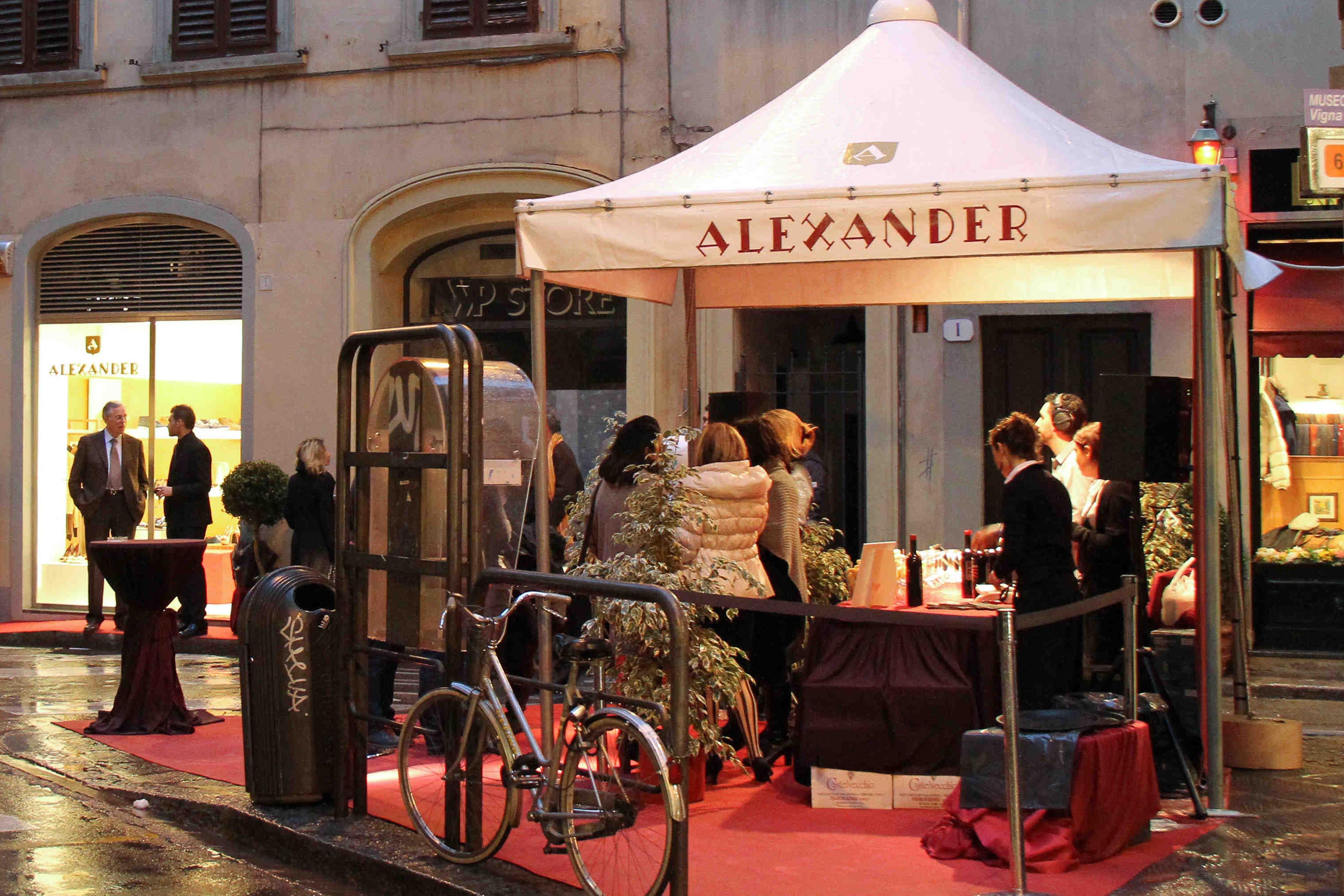 PRESSPHOTO Firenze, Boutique Alexander, via della Vigna Nuova. Nella foto il gazebo esterno