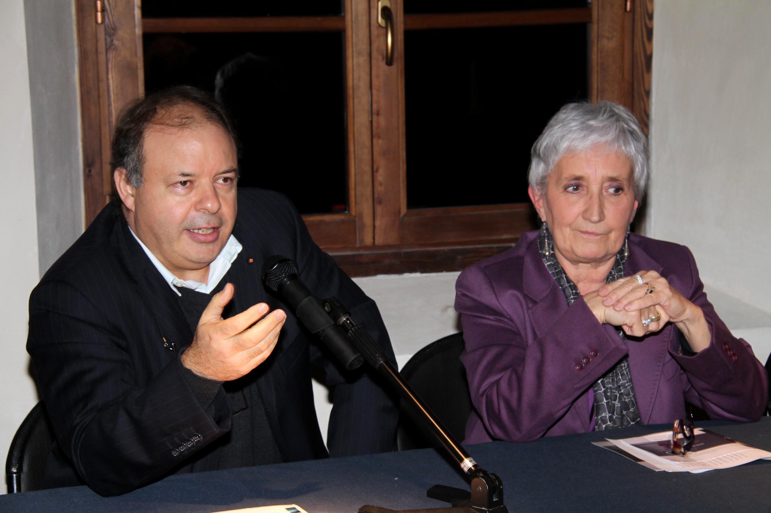 PRESSPHOTO Firenze, Asta di Gioielli d'epoca all' Istituto degli Innocenti. Nella foto Padre Gaetano Lorusso e Alessandra Maggi