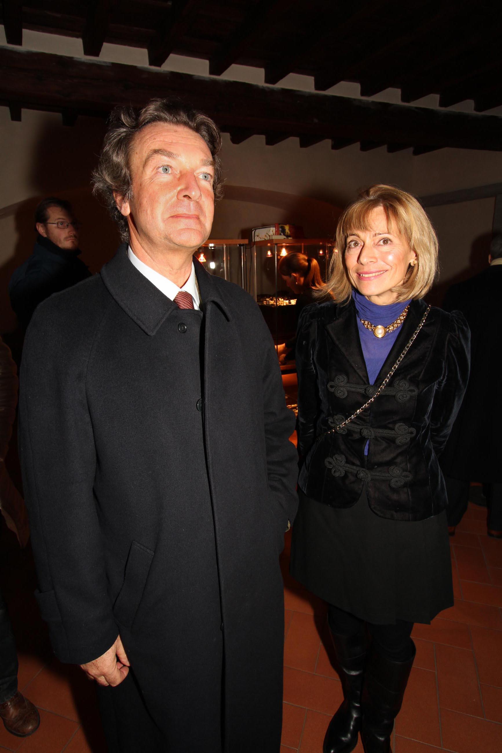 PRESSPHOTO Firenze, Asta di Gioielli d'epoca all' Istituto degli Innocenti. Nella foto Patrizia Zagnoli e il conte Roberto Lucarini Manni