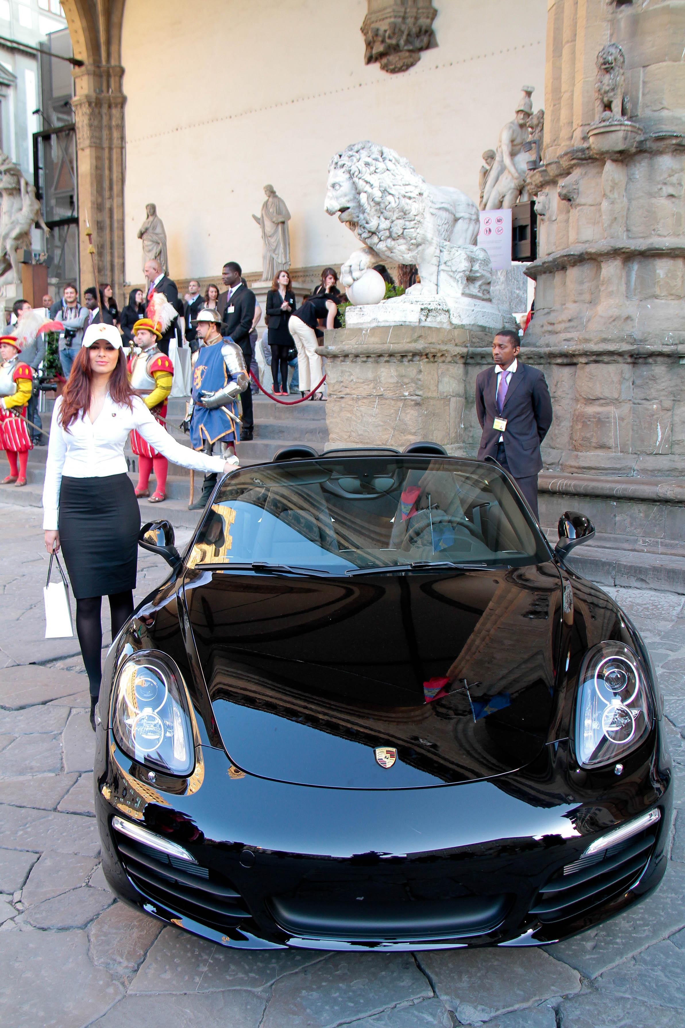 PRESSPHOTO Firenze, Loggia dei Lanzi, asta benefica per ANT organizzata da Farsetti. Nella foto Porsche Giuseppe Cabras/New Press Photo