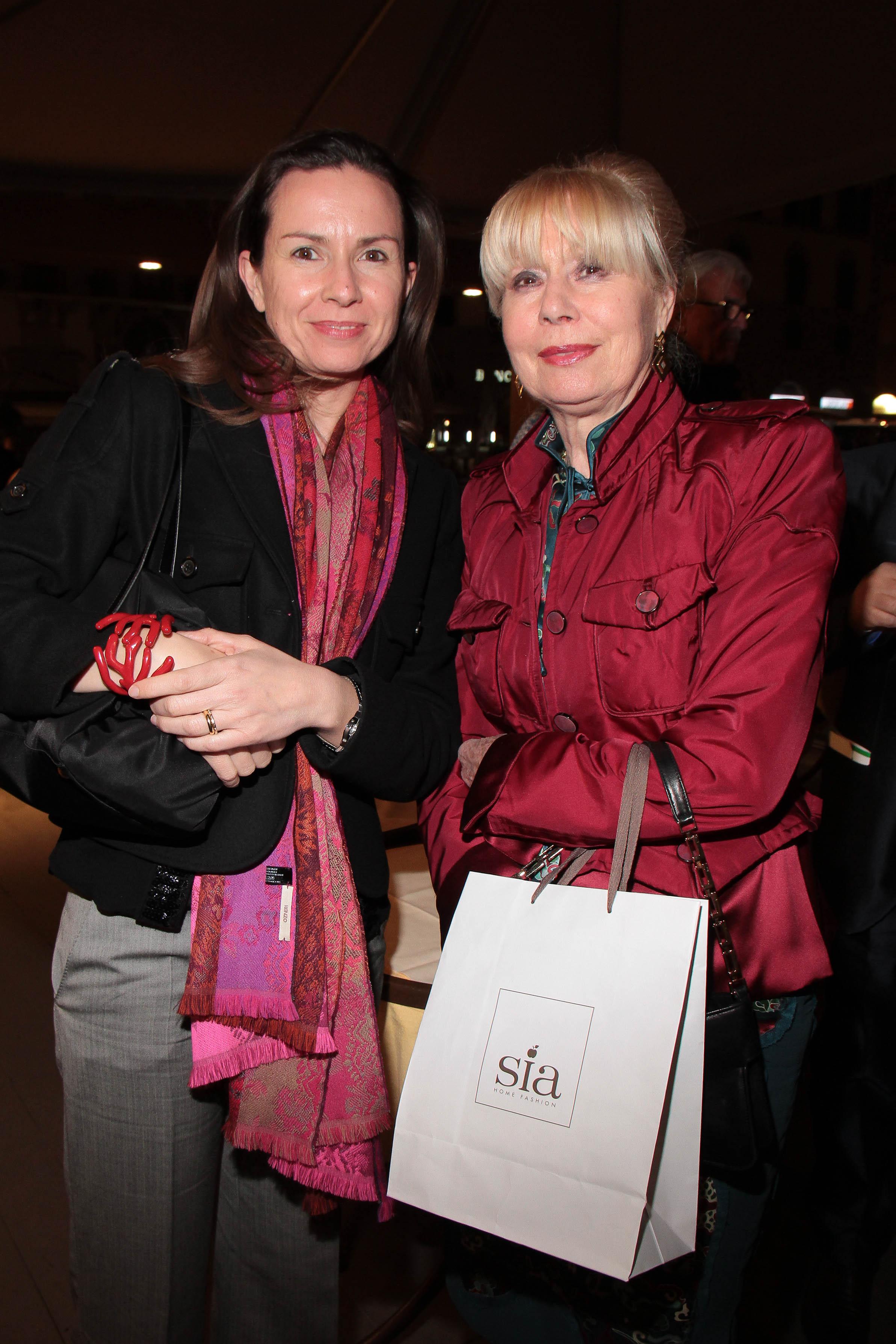 PRESSPHOTO Firenze, Loggia dei Lanzi, asta benefica per ANT organizzata da Farsetti. Nella foto Patrizia Mazzoni e Elda Fiesoli Giuseppe Cabras/New Press Photo