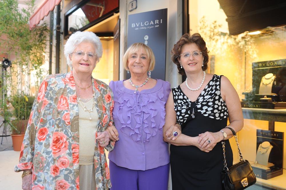 Forte dei Marmi  19 luglio 20009  festa e sfilata Bulgari da Cassetti.  La signora Cassetti (al centro) con Franca e Cristina Acidini
