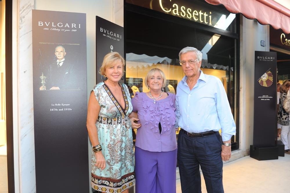 Forte dei Marmi  19 luglio 20009  festa e sfilata Bulgari da Cassetti  Signora Martin Cassano, Maria Grazia Cassetti e il Prof. Cassano