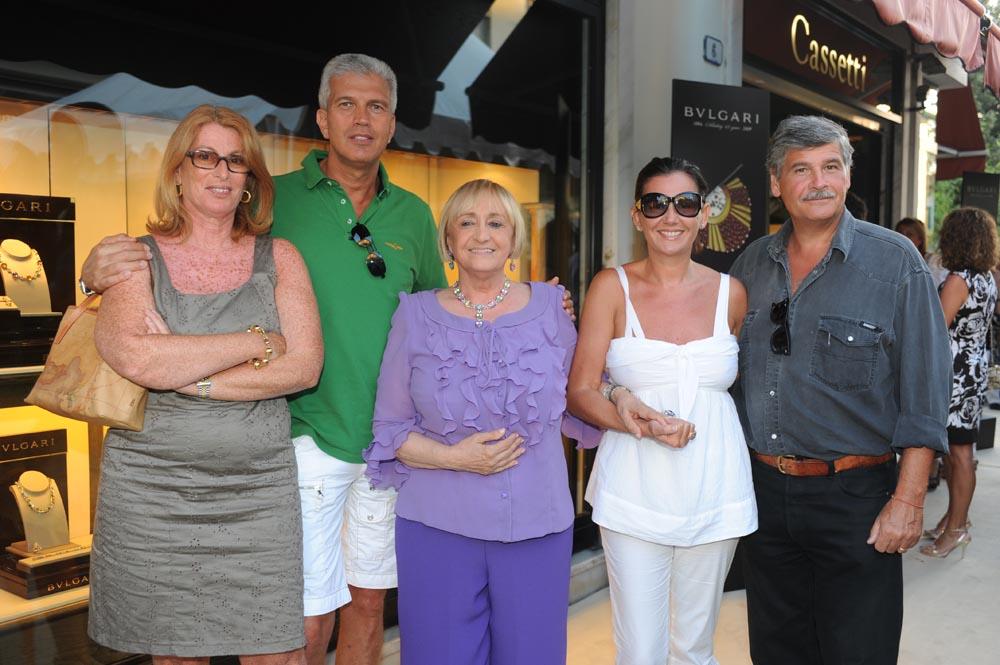 Forte dei Marmi  19 luglio 20009  festa e sfilata Bulgari da Cassetti  Elisabetta Rogai il Gen. Caputo con la moglie Francesca e Marco Rogai