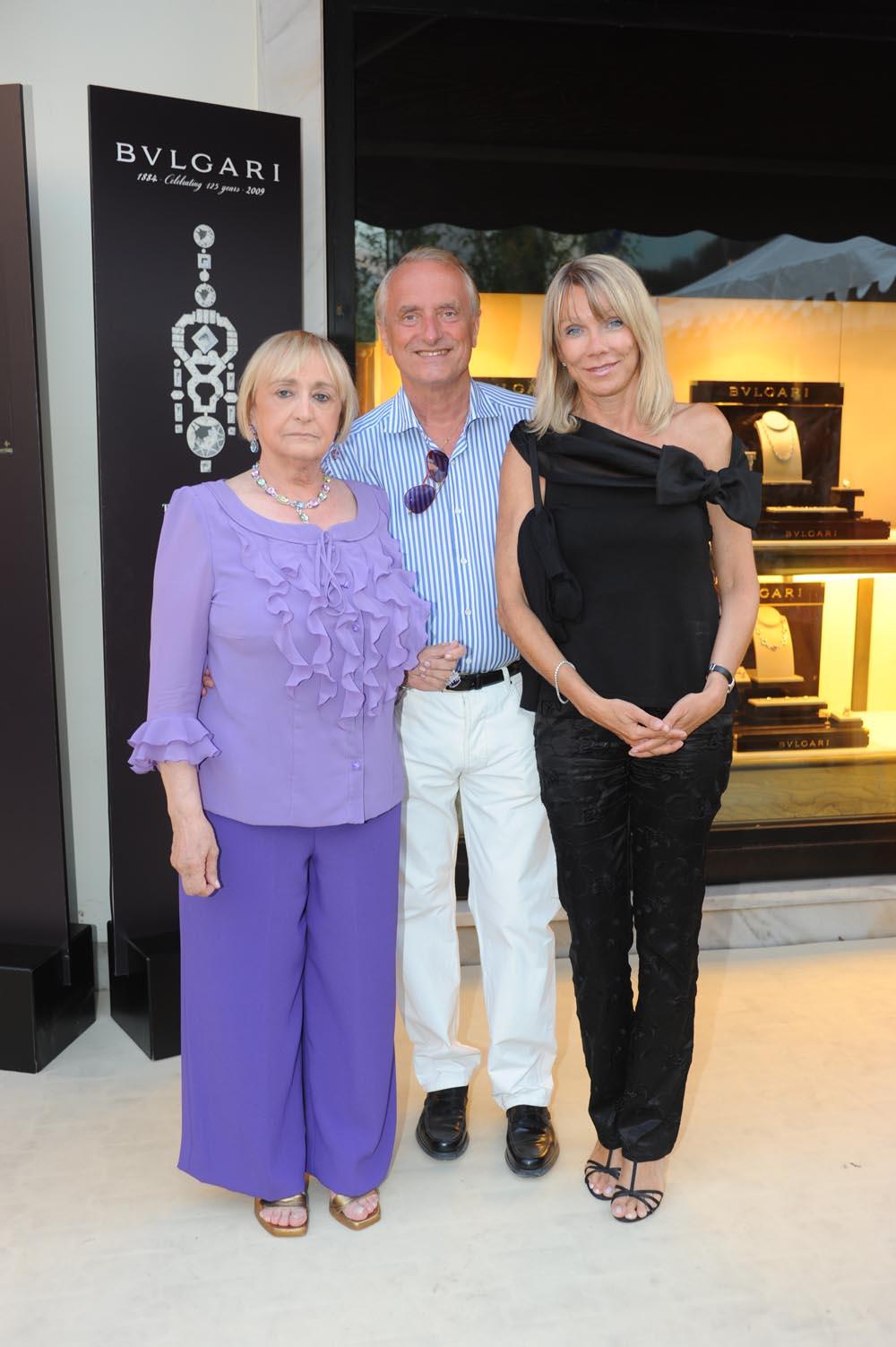 Forte dei Marmi  19 luglio 20009  festa e sfilata Bulgari da Cassetti  la signora Cassetti con Mario e Evelin Razzanelli