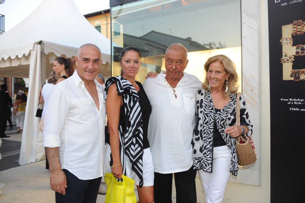 Forte dei Marmi  19 luglio 20009  festa e sfilata Bulgari da Cassetti  Valentino e Giorgia Borlani con i signori Lana