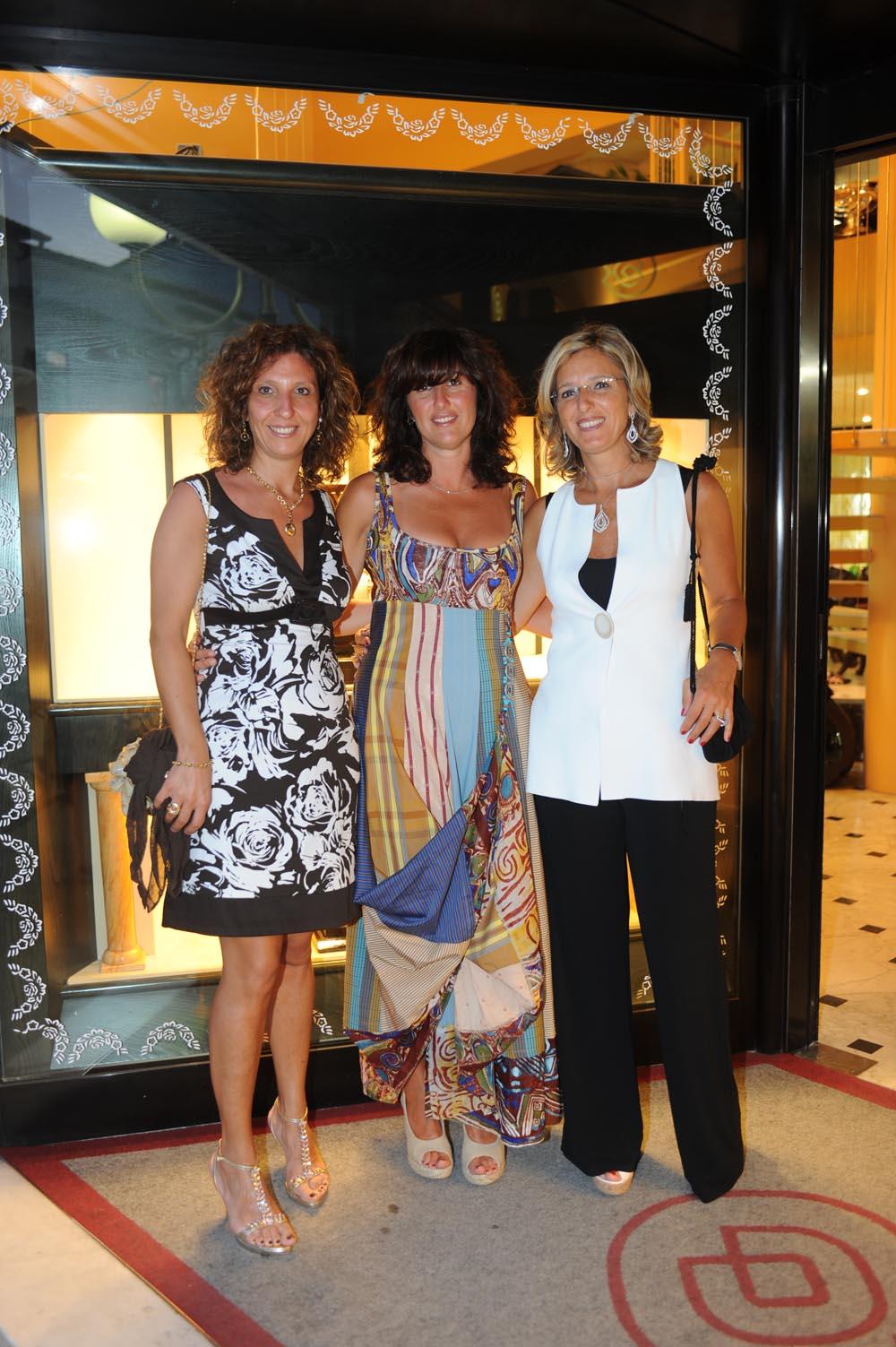 Forte dei Marmi  19 luglio 20009  festa e sfilata Bulgari da Cassetti  Rossana Casini, Debora cassetti, Carla Casini