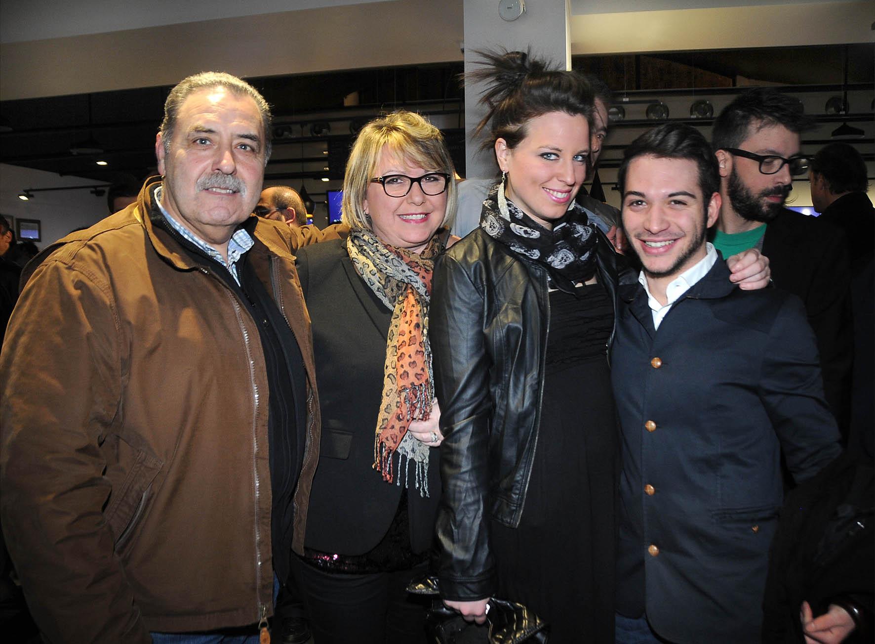 PRESSPHOTO  INAUGURAZIONE DI  SISAL  WINCITY-NELLA FOTO, STEFANO ARNOLDO CON FIORELLA, ALESSIA E GIUSEPPE.-  Foto Umberto Visintini/New Press Photo