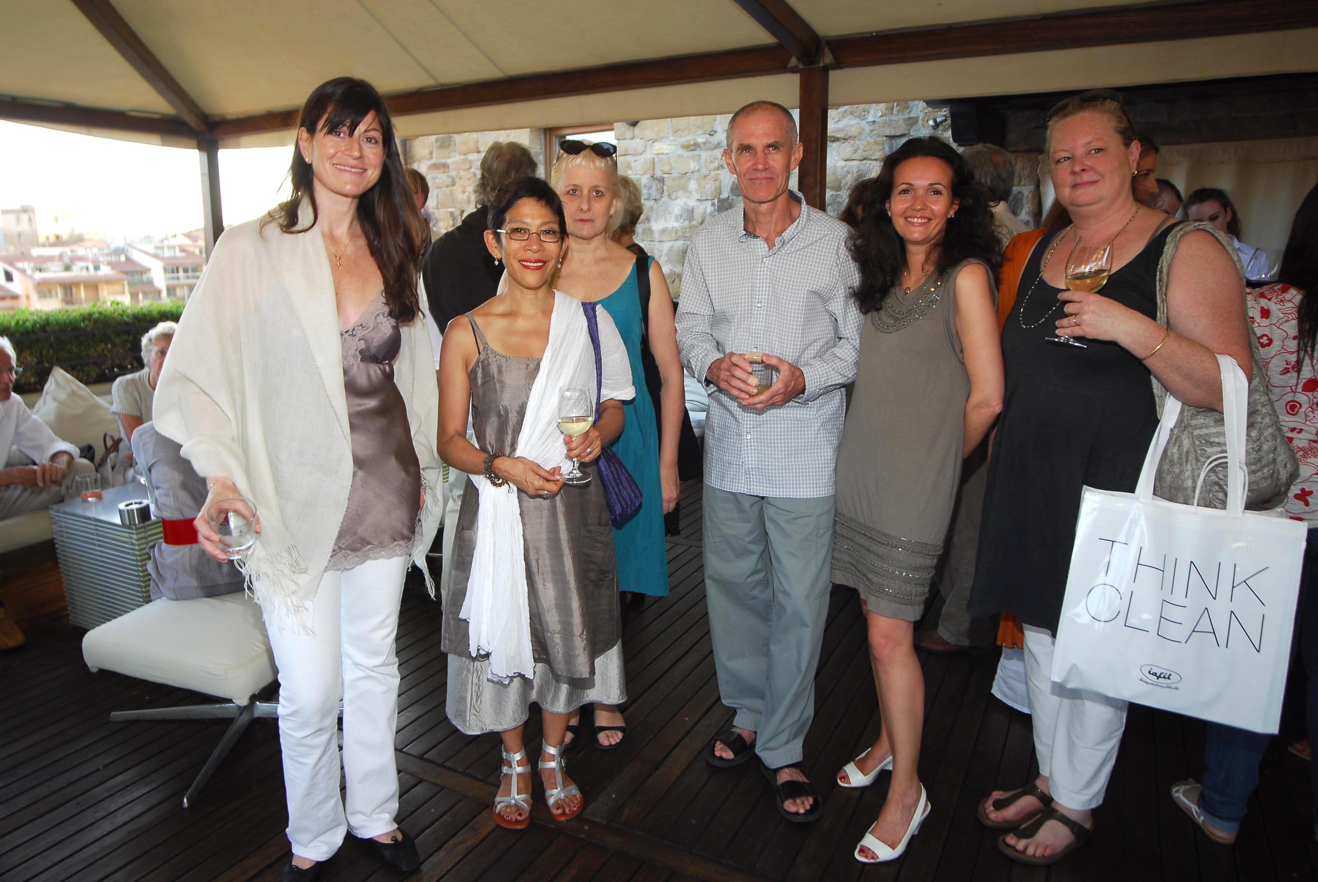 PRESSPHOTO  Firenze, Hotel Continentale. Nella foto Chiara e Ilaria Taddeucci Sassolini con Helen Oji, Charles Luce e Susan Young
