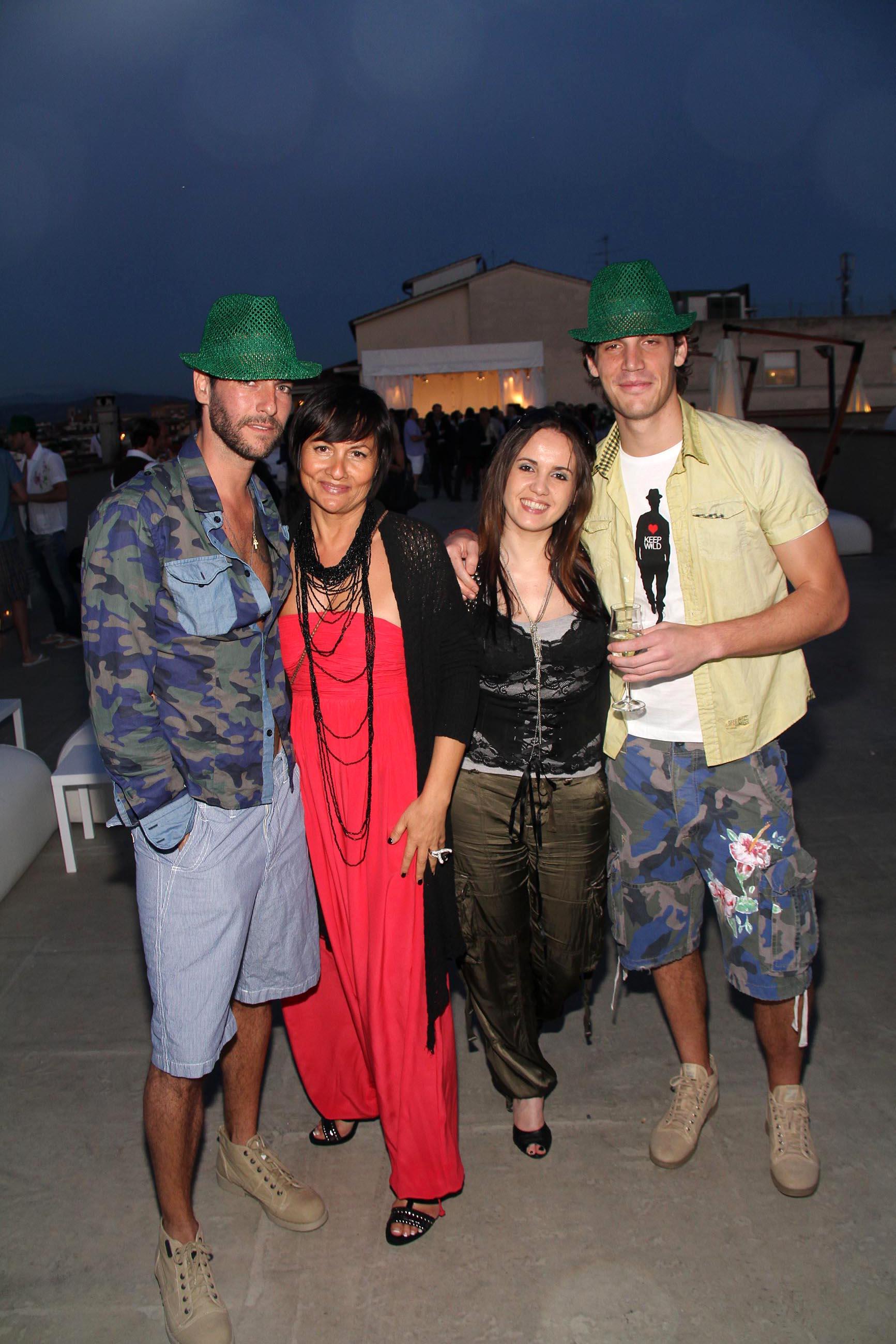 PRESSPHOTO Firenze, Garage Europa, evento Keep Wild. Nella foto Nadia Testi e Barbara Corsi con alcuni modelli