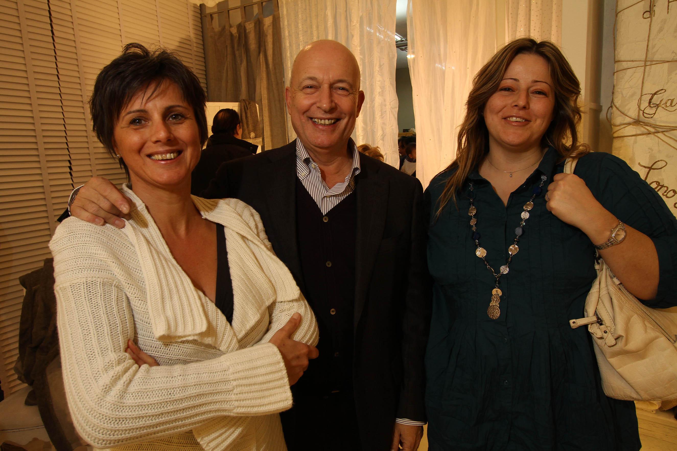 PRESSPHOTO Firenze, La Galleria. Nella foto Fiorella e Michele Awerbuch con Stefania Magnani
