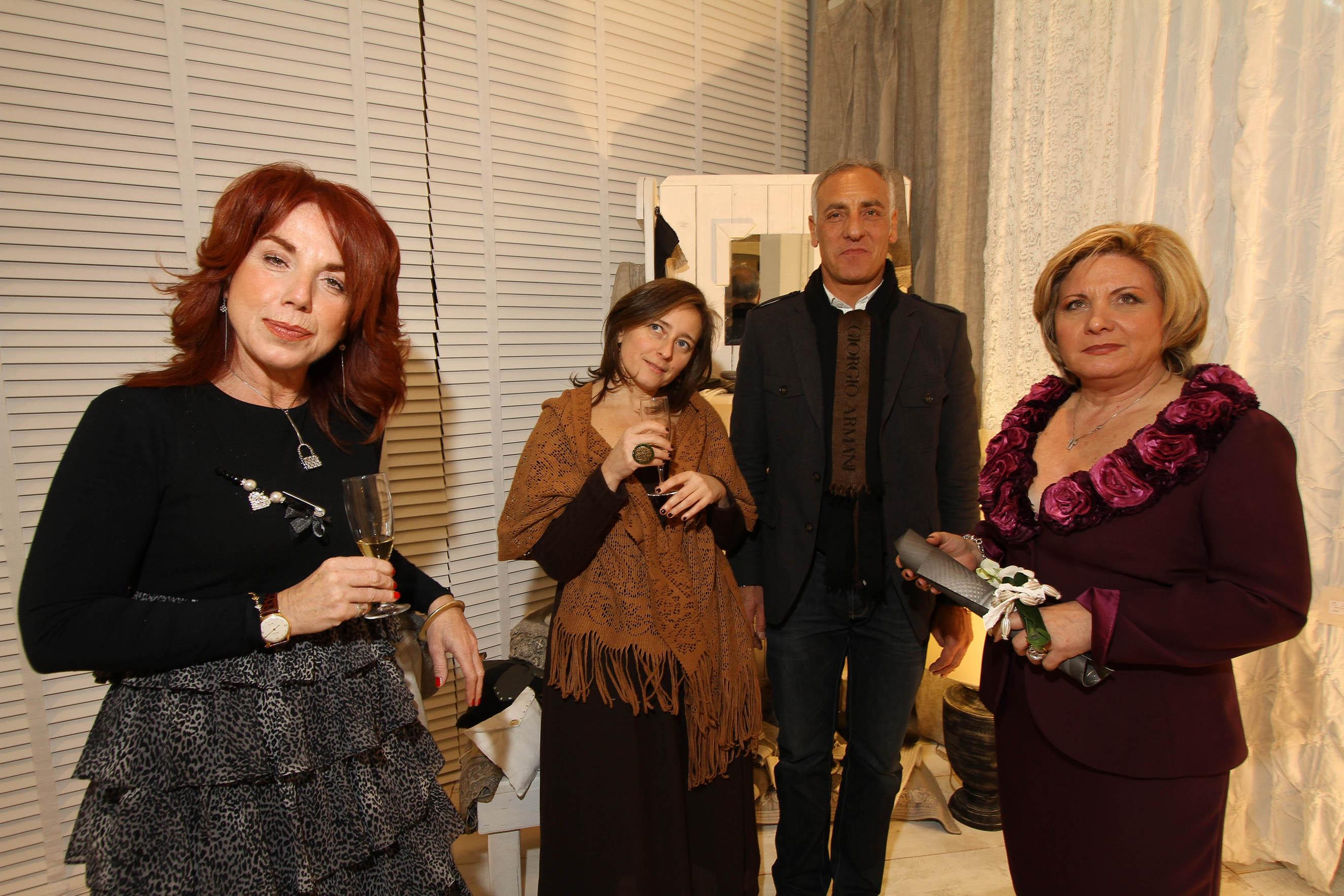 PRESSPHOTO Firenze, La Galleria. Nella foto  la titolare Betty Mastrangeli con il suo staff