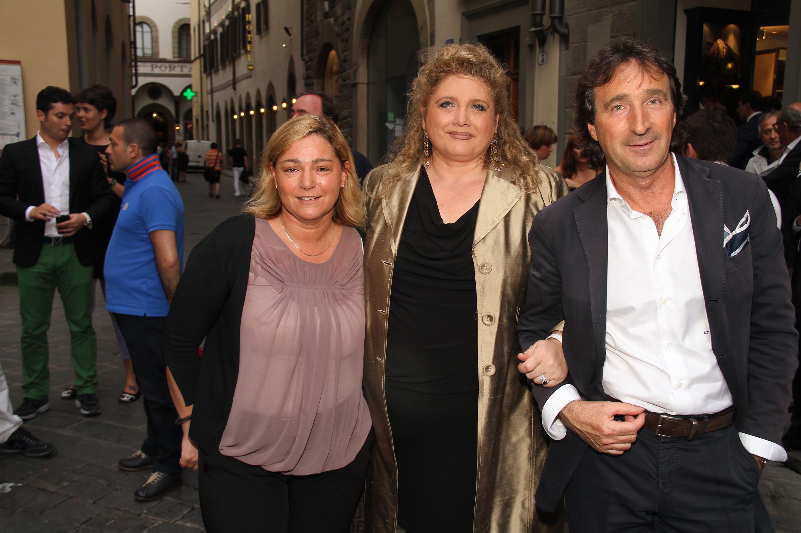 PRESSPHOTO Firenze, Evento Milord Aston Martin. Nella foto Sabrina Torraccini, Grazia Danti e Sauro Trambusti
