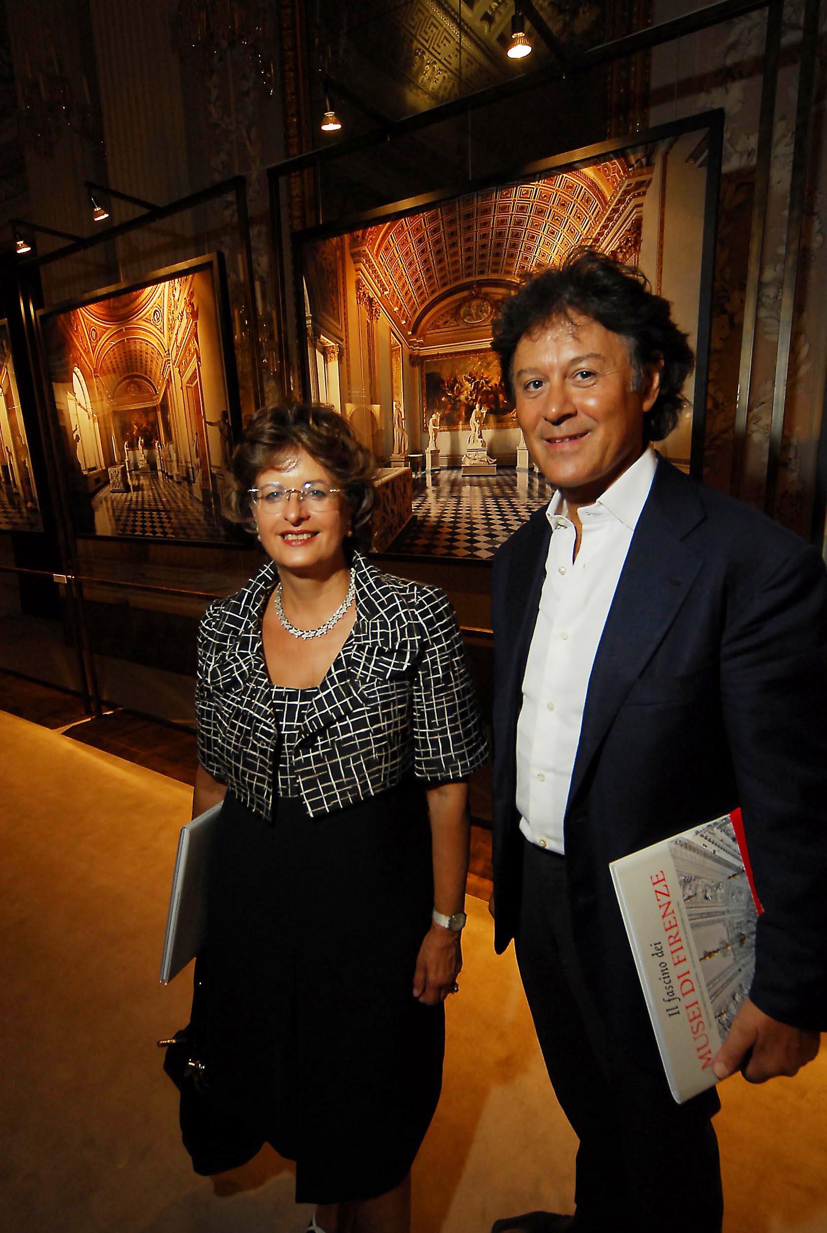 PRESSPHOTO  Firenze, Palazzo Pitti Galleria Palatina, mostra fotografica di Massimo Listri. Nella foto Cristina Acidini e Massimo Listri