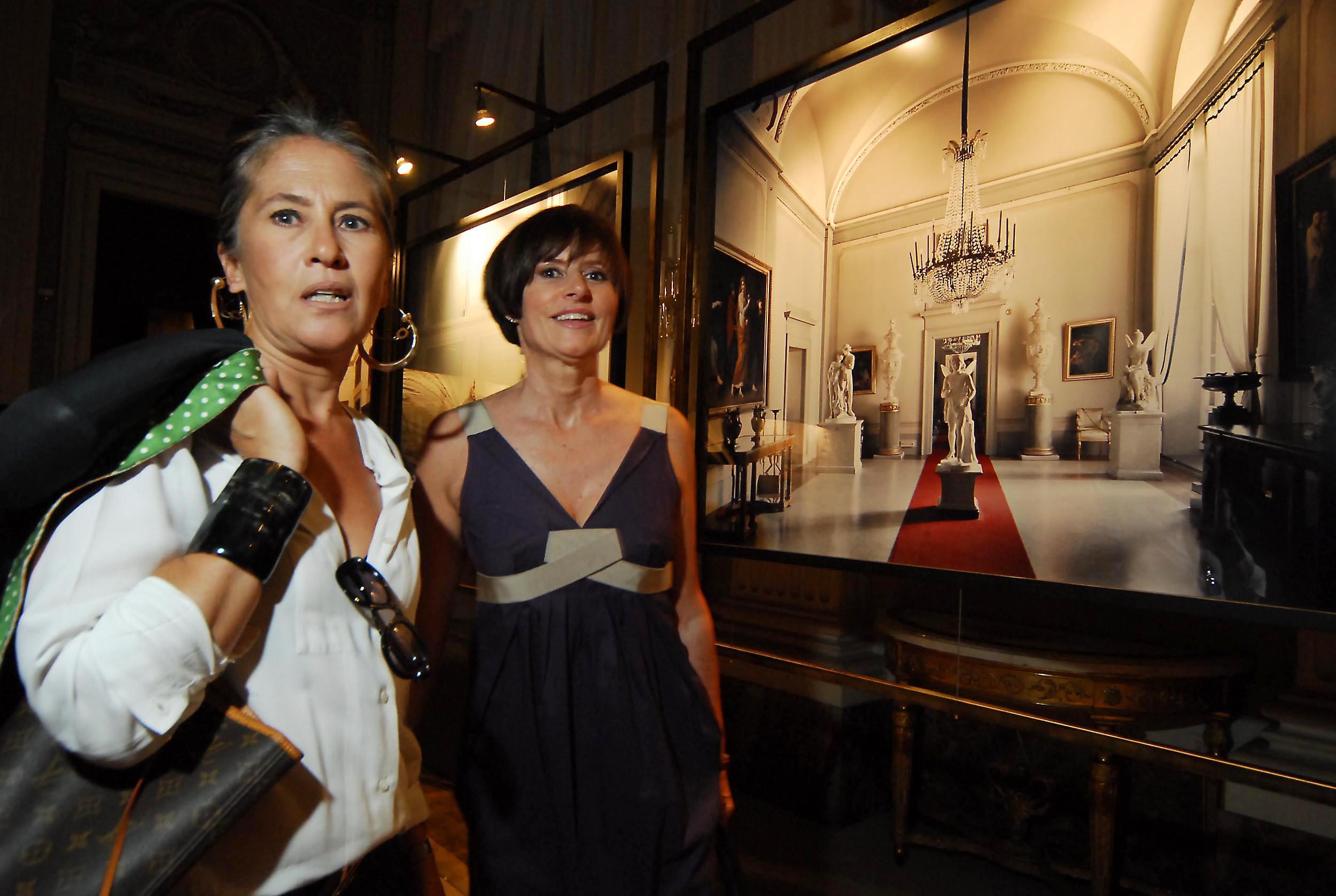 PRESSPHOTO  Firenze, Palazzo Pitti Galleria Palatina, mostra fotografica di Massimo Listri. Nella foto Trudy Mazza e Donatella Calzolari