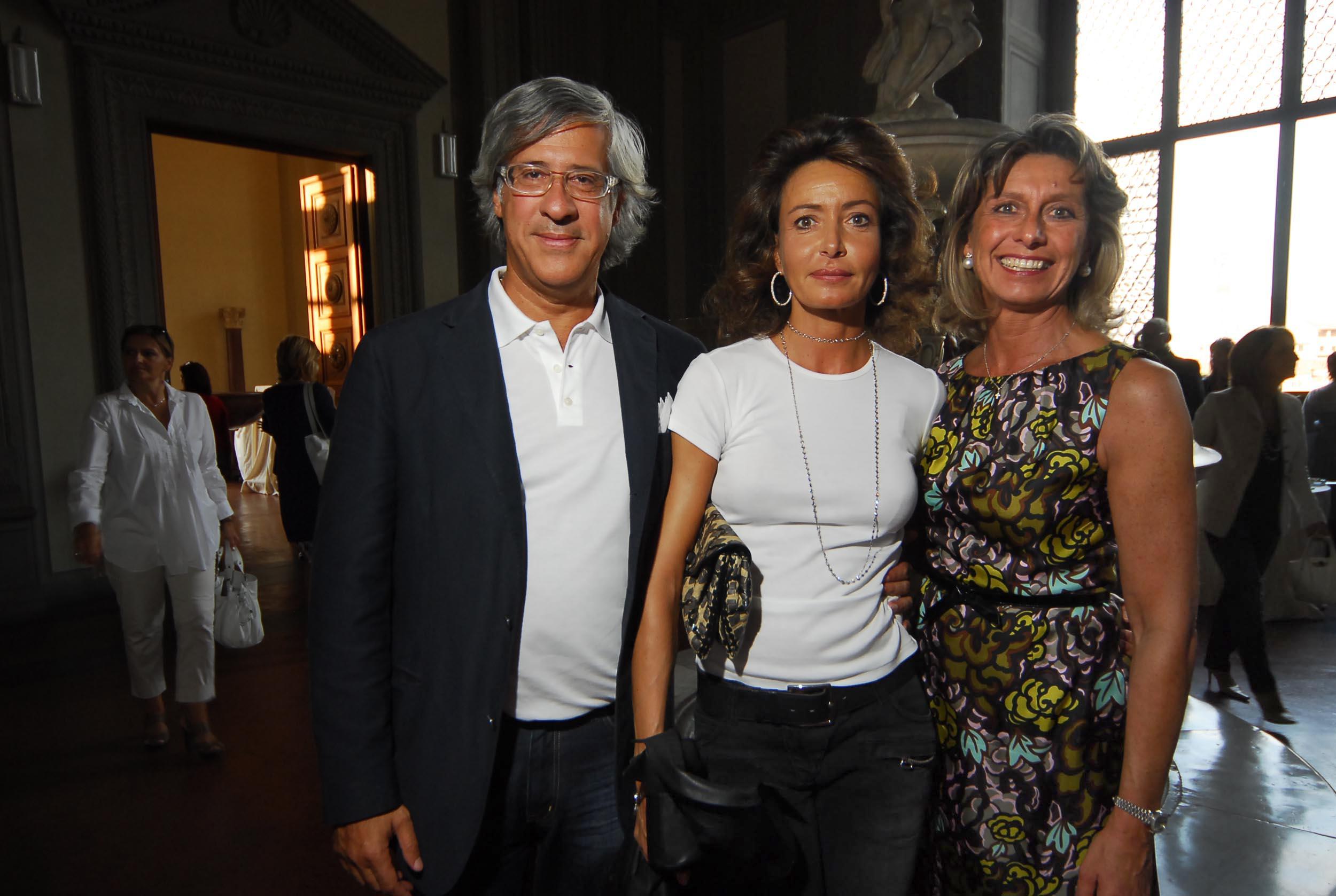 PRESSPHOTO  Firenze, Palazzo Pitti Galleria Palatina, mostra fotografica di Massimo Listri. Nella foto Sandro e Antonella Fratini, Alessandra Gozzini