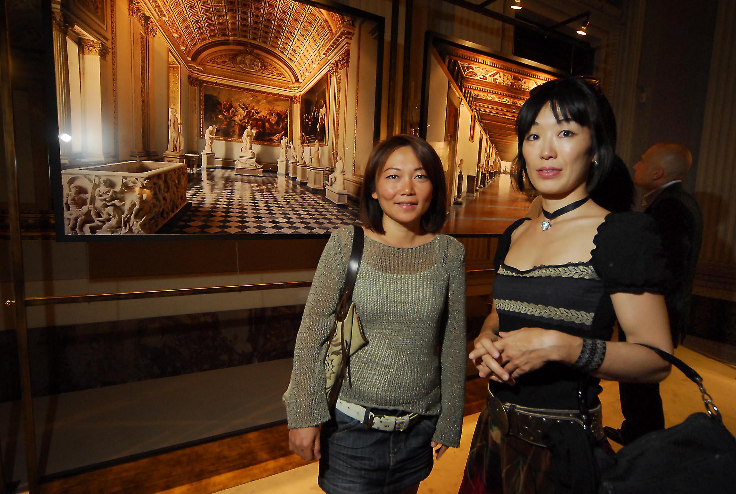 PRESSPHOTO  Firenze, Palazzo Pitti Galleria Palatina, mostra fotografica di Massimo Listri. Nella foto Ma Li Shan e Mokoto Minemura