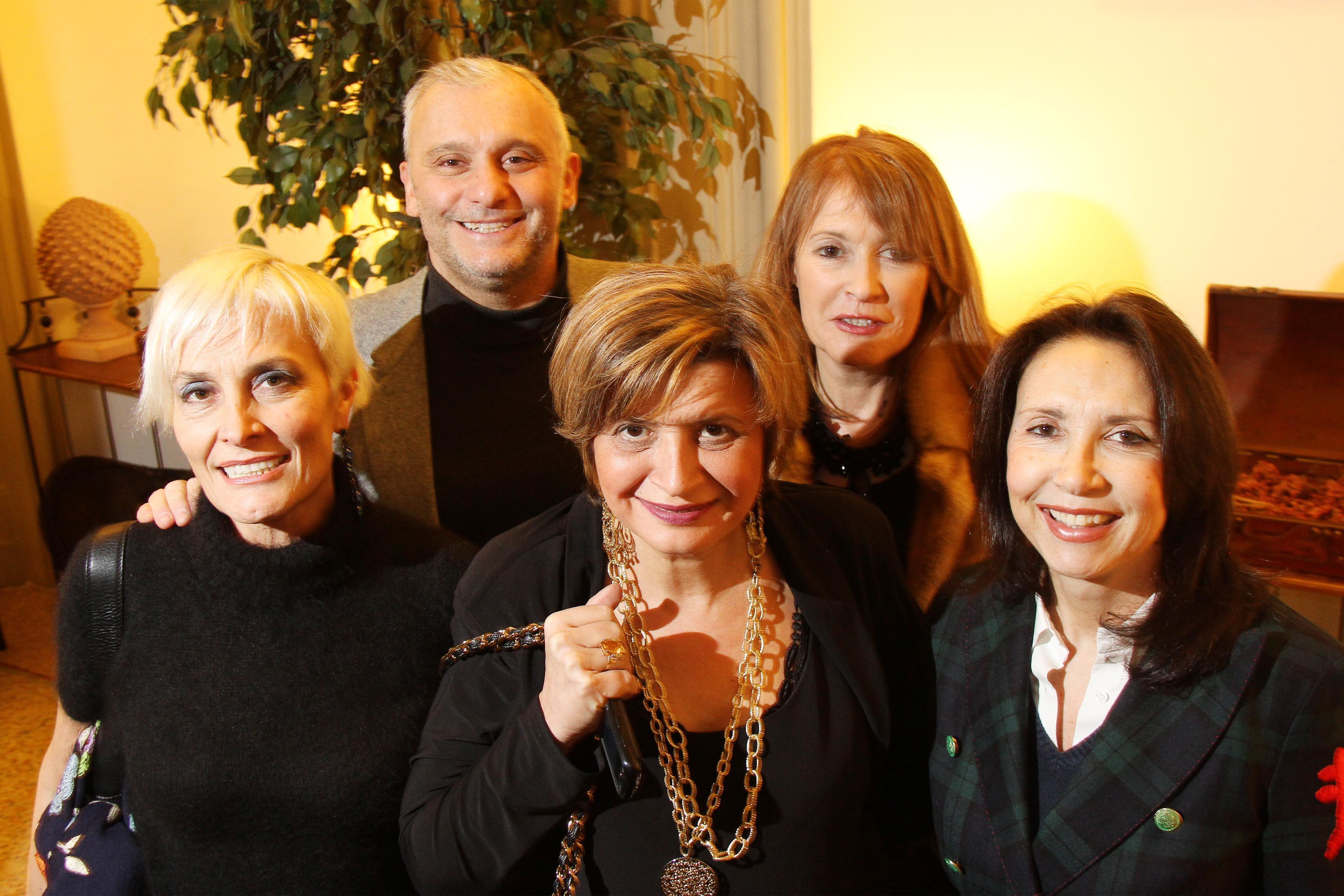PRESSPHOTO  Firenze Magazine, mostra fotografica al Relais Santa Croce: Simone Bartolini con Monica Berti, Maria Bandini, Stefania Boni, Simonetta D'Ettorre