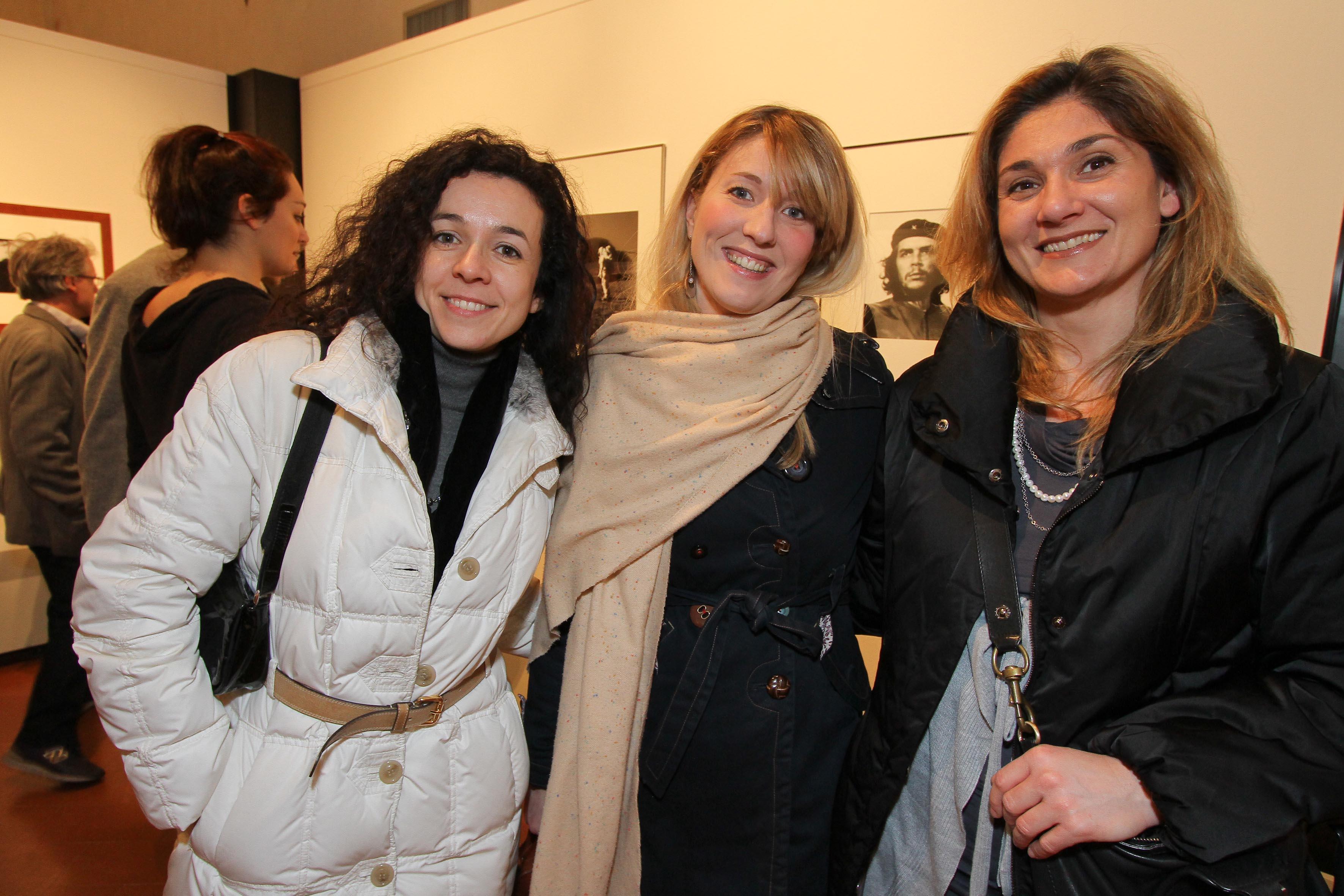 PRESSPHOTO Firenze, Museo Alinari, mostra fotografica Controverses. nella foto Paola Marchetti, Ilaria Calamandrei e Giada Cantini