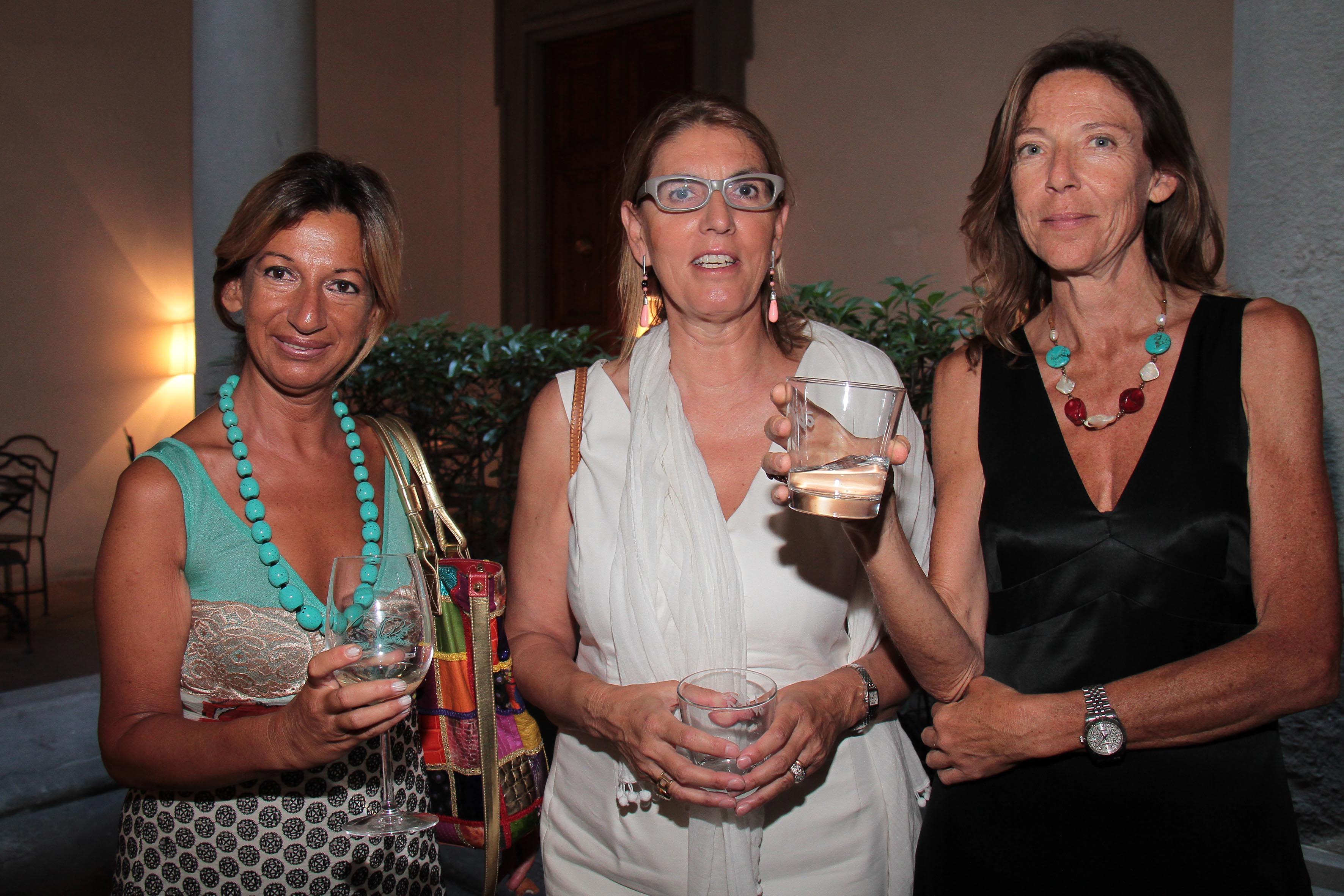 PRESSPHOTO Firenze, Obikà aperitivo. Nella foto Lora Kilicyan, Donatella De Peverelli e Giovanna Luzi  giuseppe cabras/new press photo