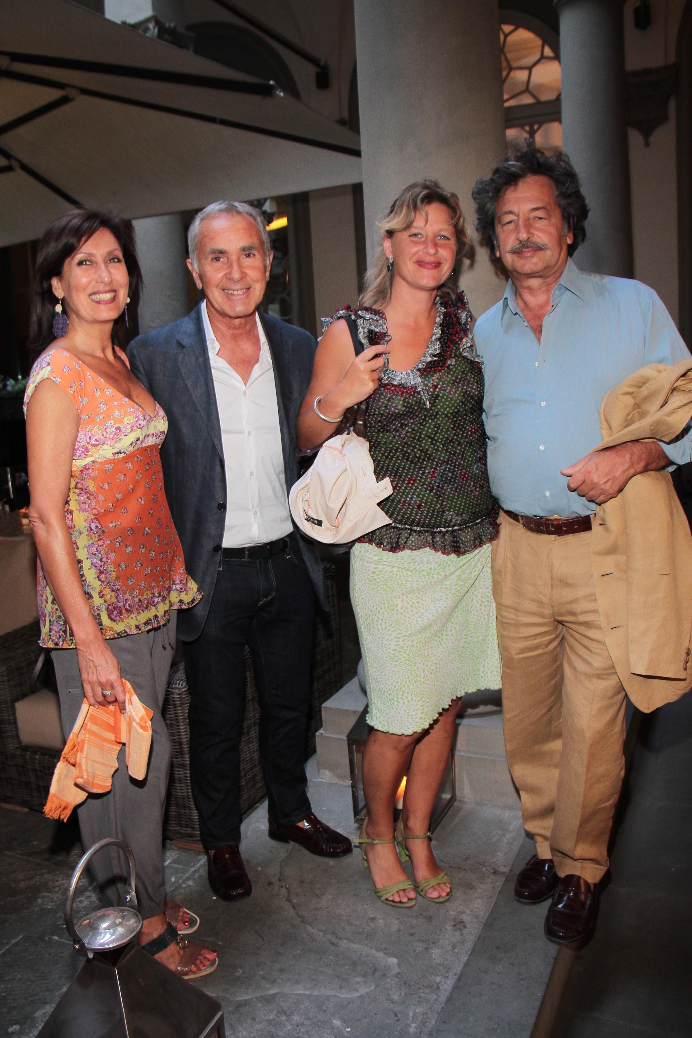 PRESSPHOTO Firenze, Obikà aperitivo. Nella foto Rosella Sacco, Sandro Cosmai, Julia Markert e Gianni Santi  giuseppe cabras/new press photo