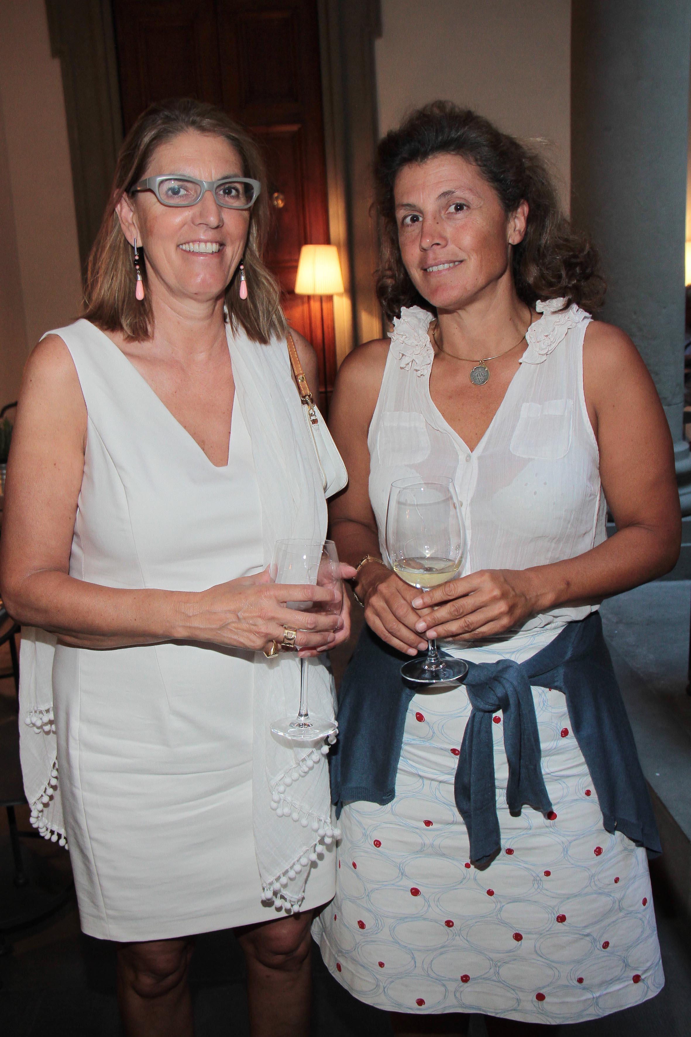 PRESSPHOTO Firenze, Obikà aperitivo. Nella foto Donatella De Peverelli e Sabina Corsini  giuseppe cabras/new press photo