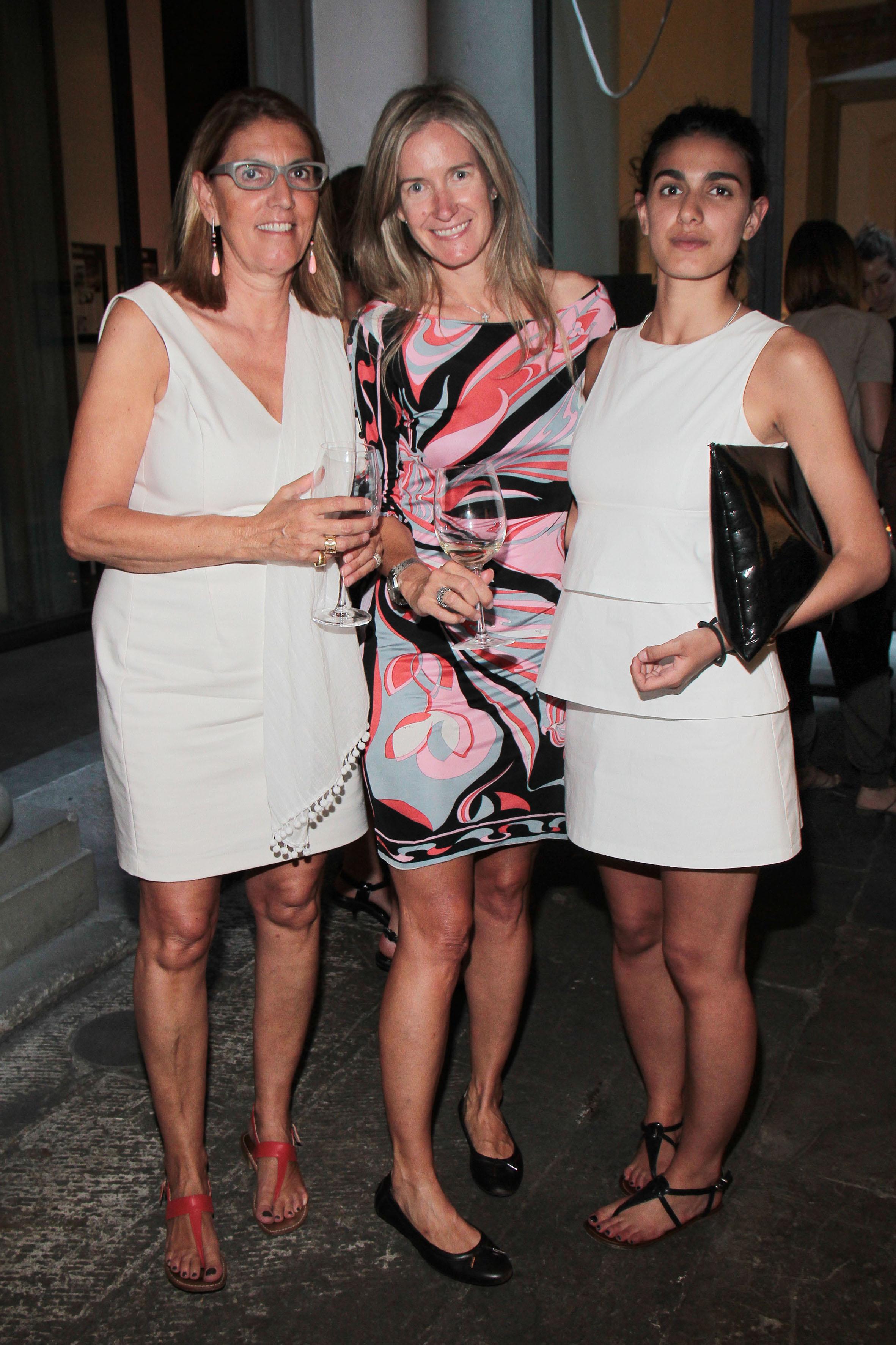 PRESSPHOTO Firenze, Obikà aperitivo. Nella foto Donatella e Sveva De Peverelli, Janice Verrecchia  giuseppe cabras/new press photo