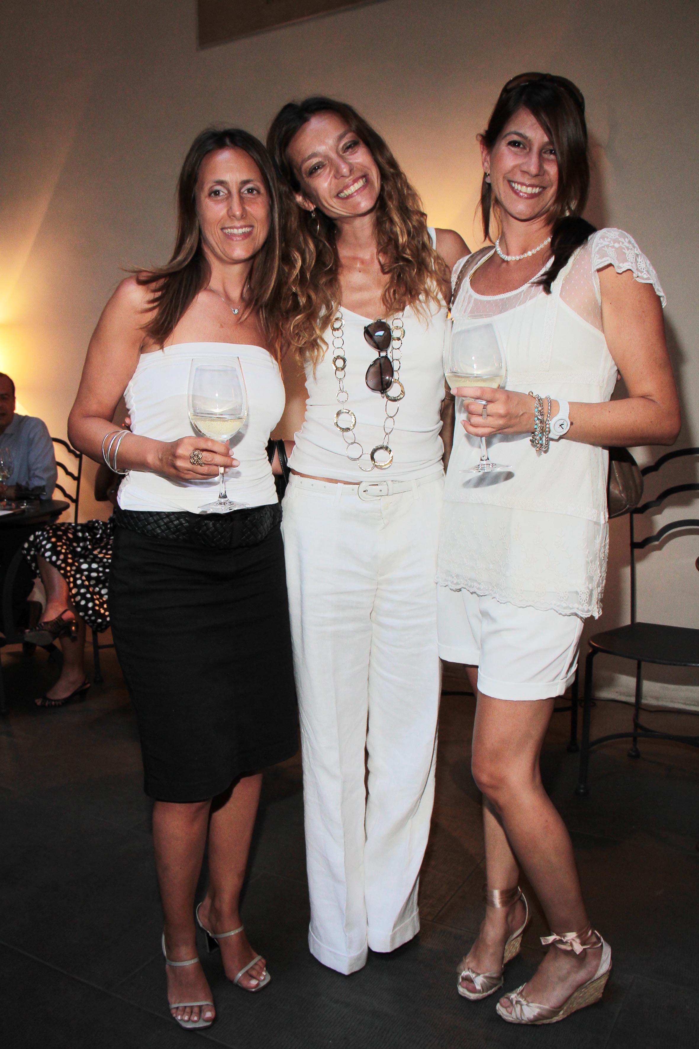 PRESSPHOTO Firenze, Obikà aperitivo. Nella foto Beatrice Soderi, Diana Velez e Barbara Caggiati  giuseppe cabras/new press photo