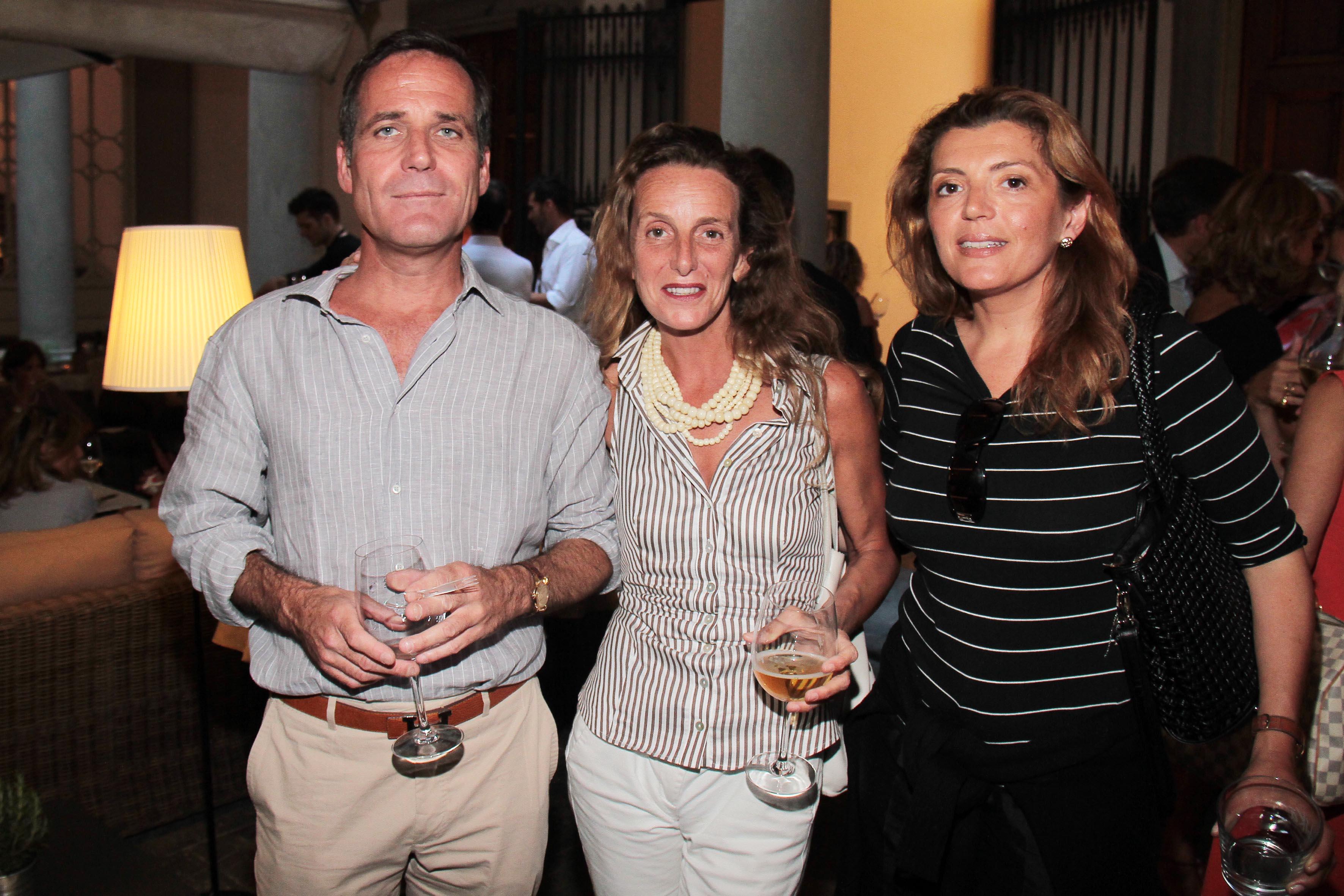 PRESSPHOTO Firenze, Obikà aperitivo. Nella foto Lorenzo Mazzini, Laura Bartolozzi e Elisa Orioles  giuseppe cabras/new press photo