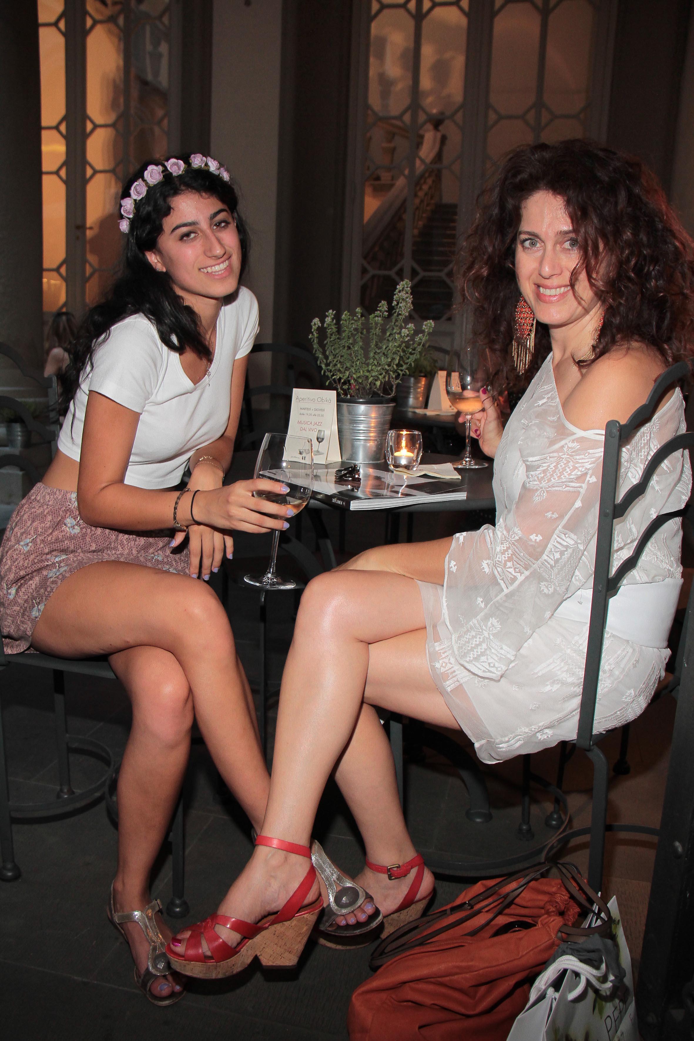 PRESSPHOTO Firenze, Obikà aperitivo. Nella foto Patricia e Alexandra Torkan  giuseppe cabras/new press photo