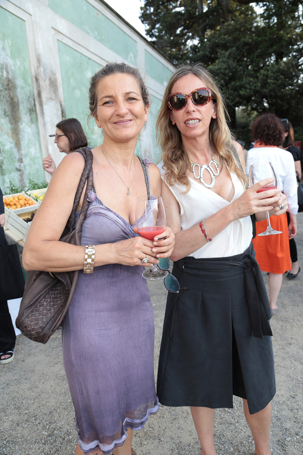 Angela Eliantonio, Cristina Leone