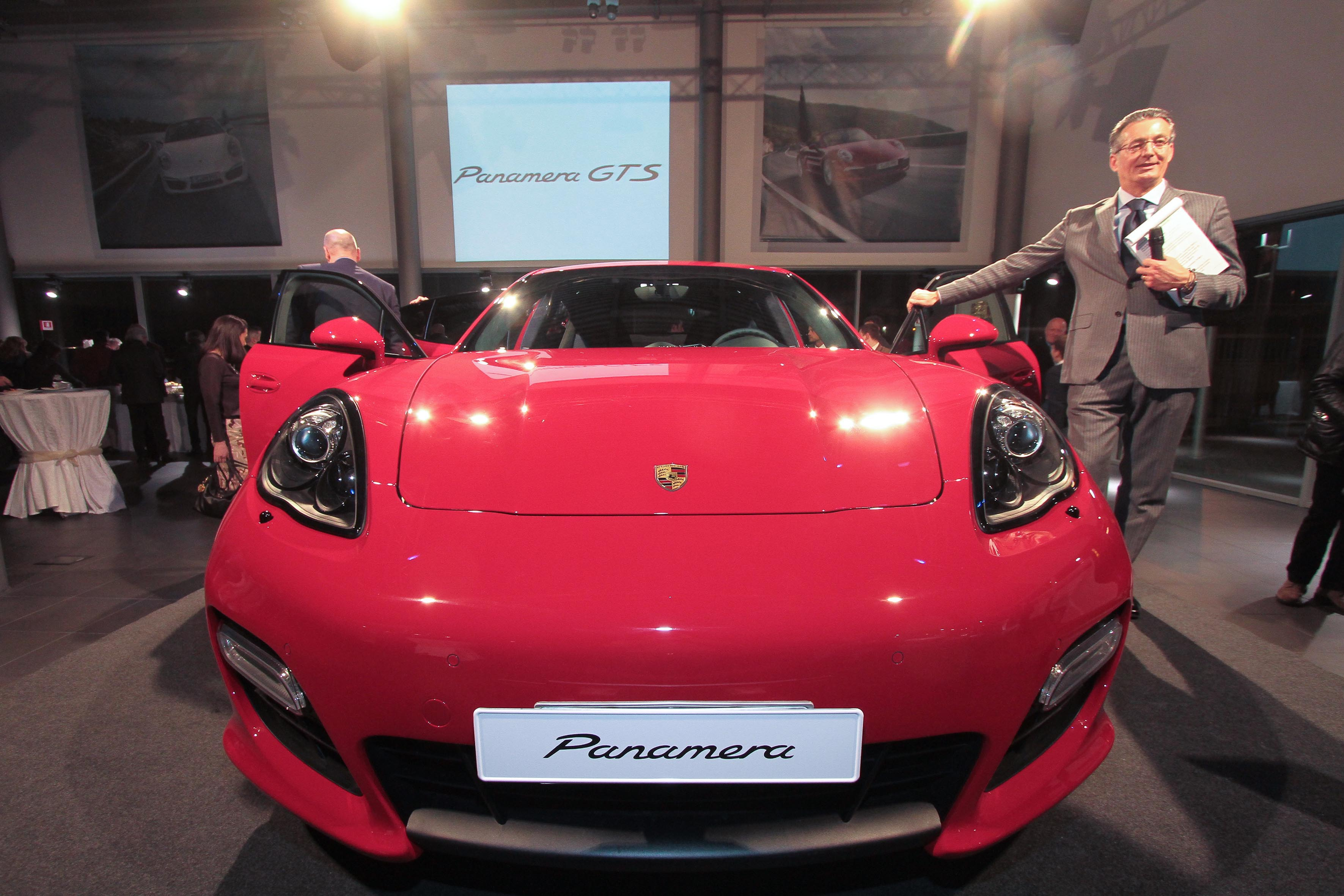 PRESSPHOTO Firenze, Centro Porsche Firenze, presentazione nuova Porsche Panamera GTS.