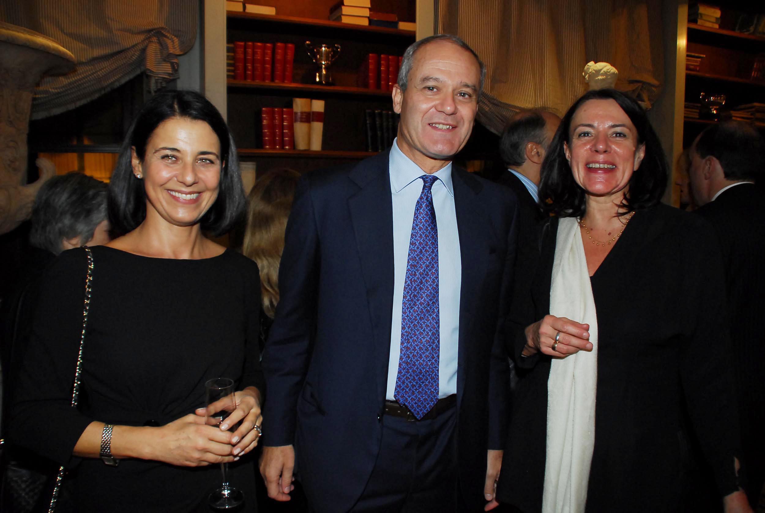 PRESSPHOTO Firenze, Cinema Odeon, Renzi assegna il Fiorino d'oro a Charles Aznavour, segue cena di gala a Palazzo Tornabuoni. In foto Stefania Ippoliti, Jacopo Mazzei e Anita Dolfus